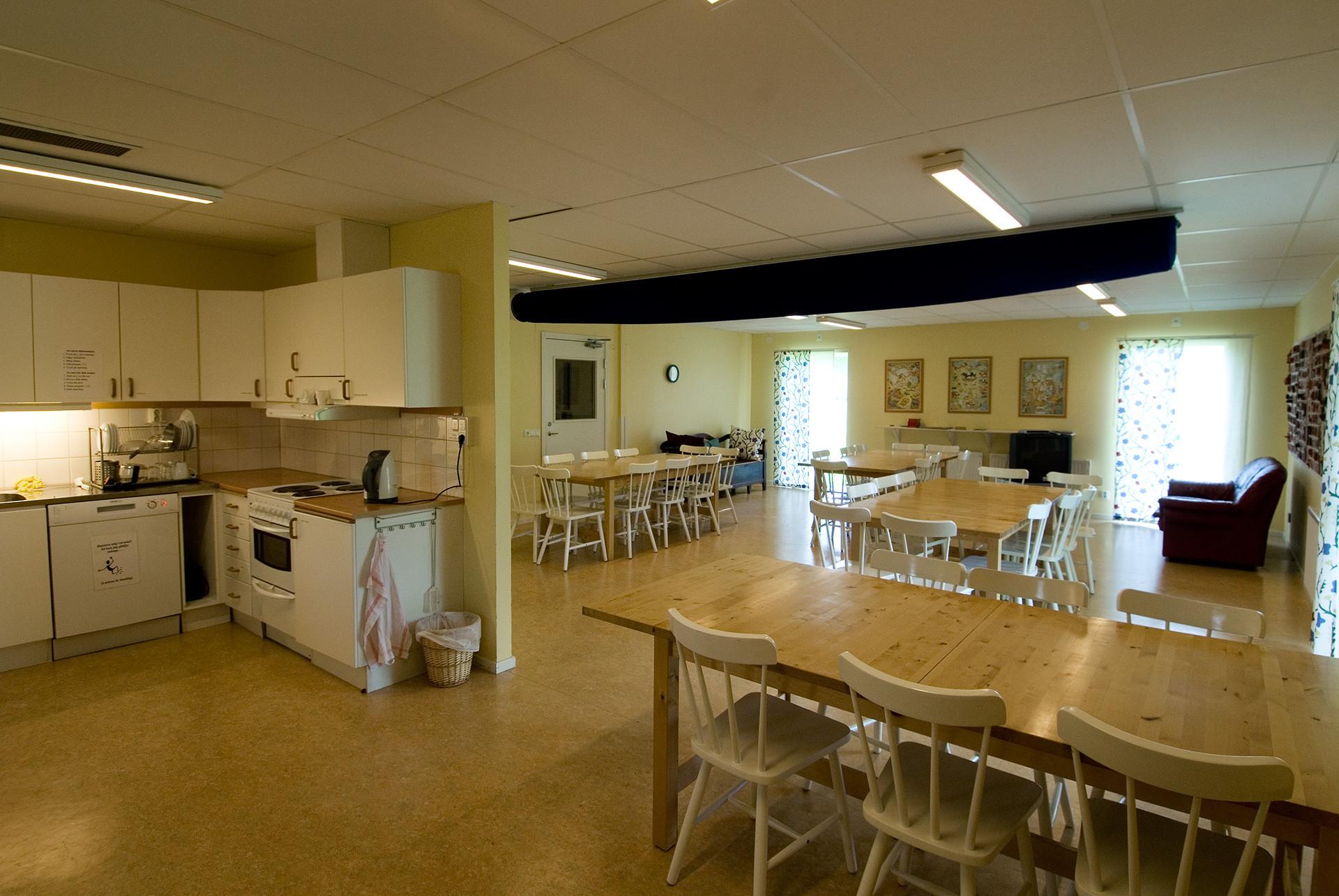 Självhushållskök och matsal i vandrarhemmet. Foto Peter Segemark © Nordiska museet
