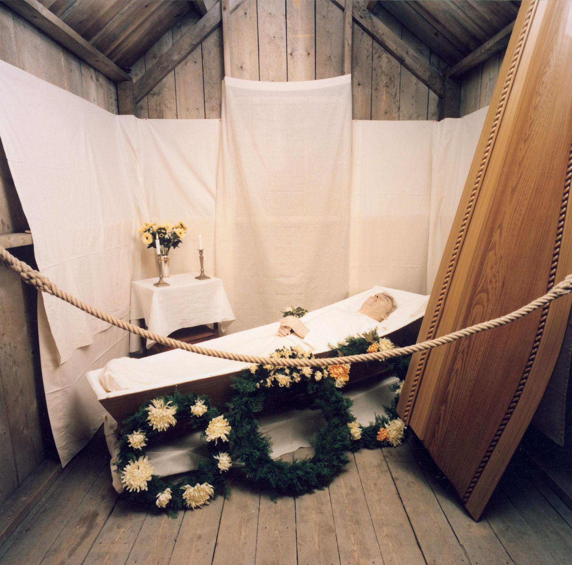 Begravningsscen från utställningen Traditioner