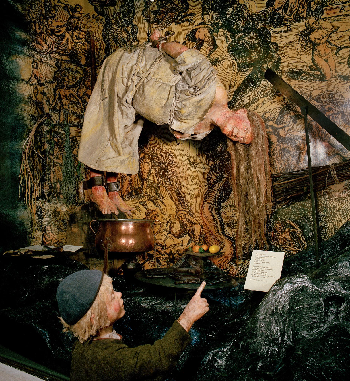Bild från museets utställning Traditioner. Processer mot kvinnor utpekade som häxor under 1600-talet