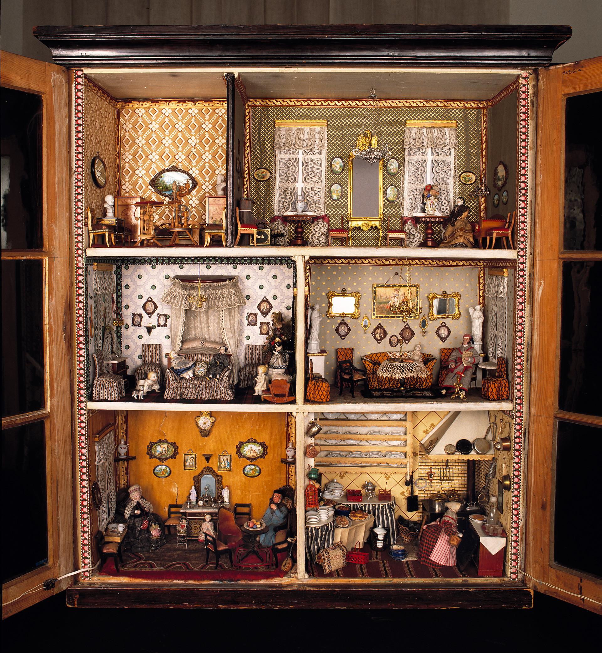 Leksaker. Dockskåp, 1860-tal.