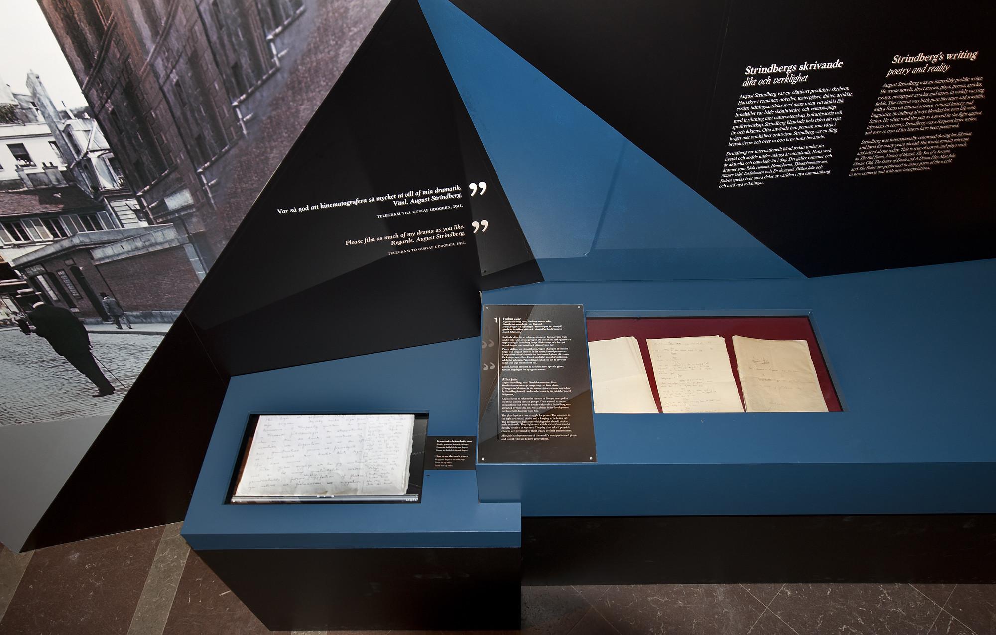 Originalmanuskriptet av Fröken Julie och dess digitala kopia.