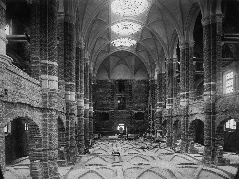 Nordiska museets stora hall under byggnad i slutet av 1890-talet.