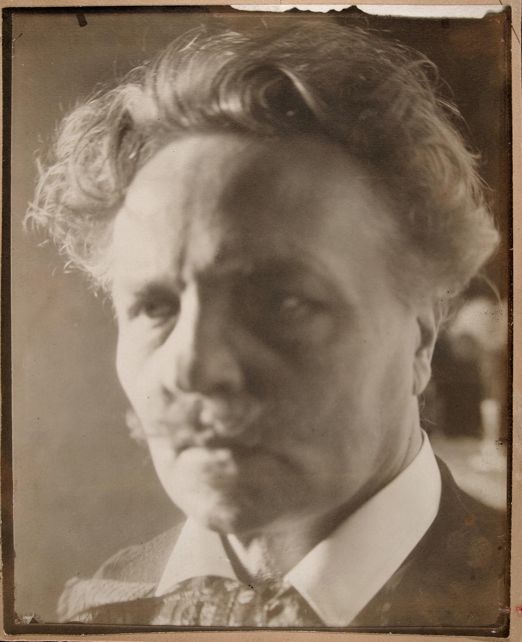 Självporträtt som Strindberg tog hösten 1906.