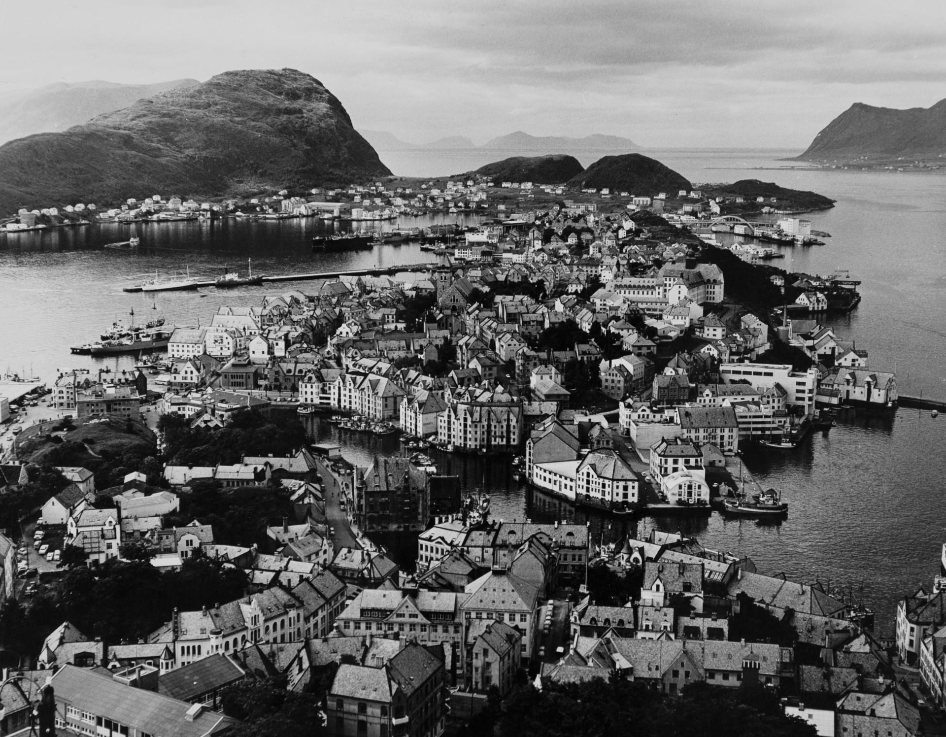 Vy över Ålesund. Foto: Tore Johnson/ Nordiska museet