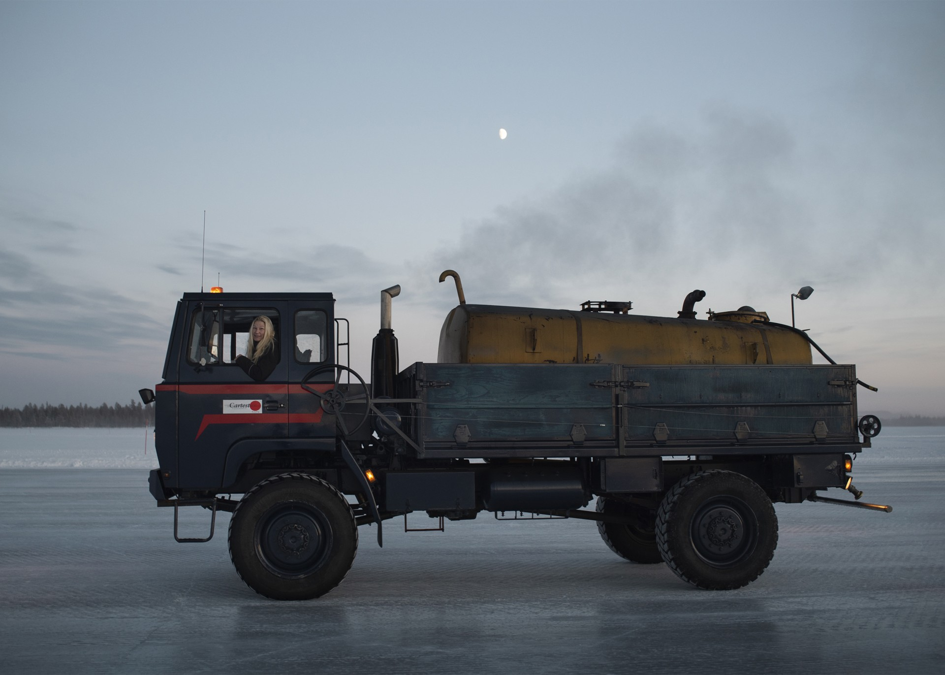 Åse driving her truck in Arjeplog. Photo: Camilla Andersen/Nordiska museet
