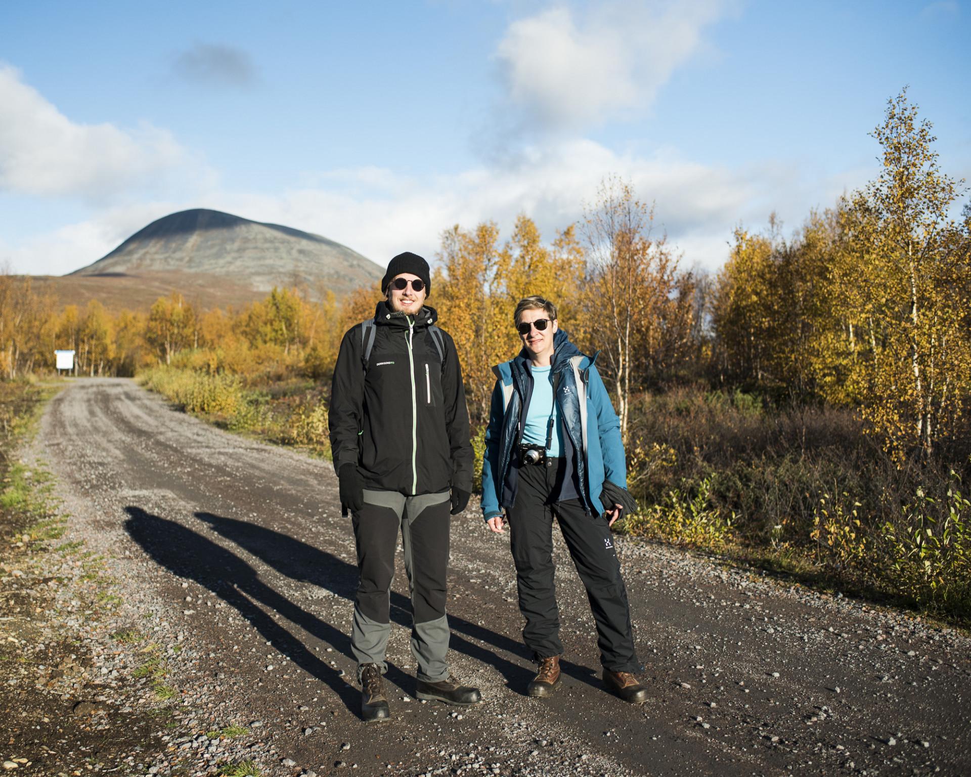 Lotten Gustafsson Reinius och Jon Johansson, utställningskoordinator vid Nordiska museet.