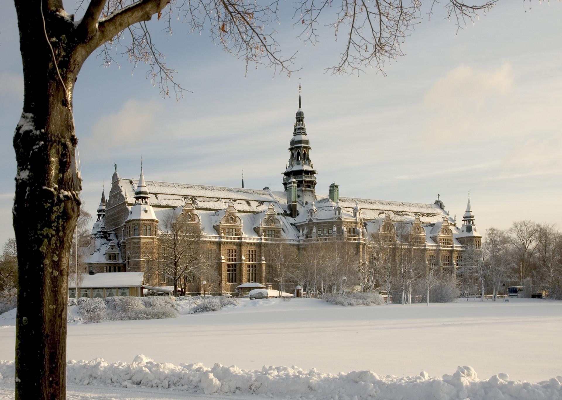 Nordiska museet i vinterskrud. Foto: Mats Landin/ Nordiska museet