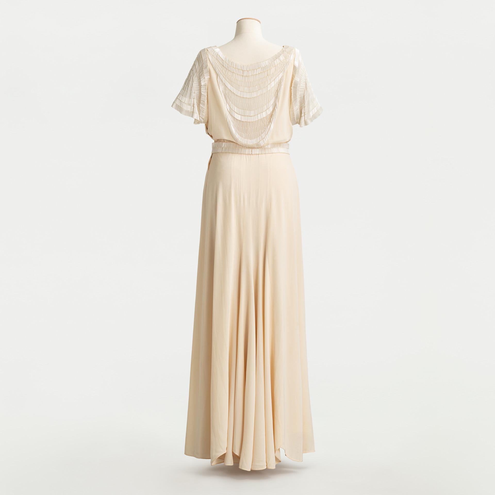 Vit klänning på provdocka