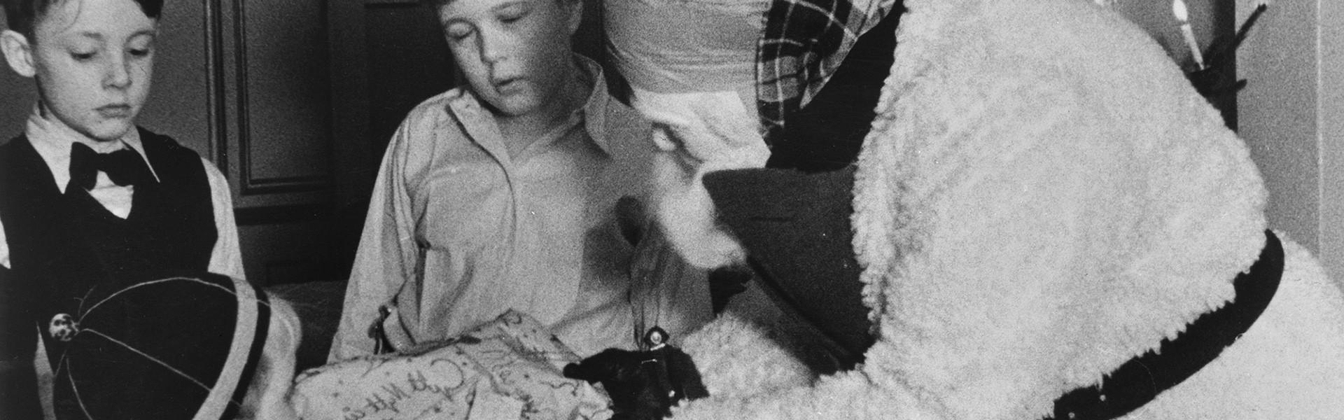 Julklappsutdelande tomte 1936. Foto: Gunnar Lundh ©Nordiska museet