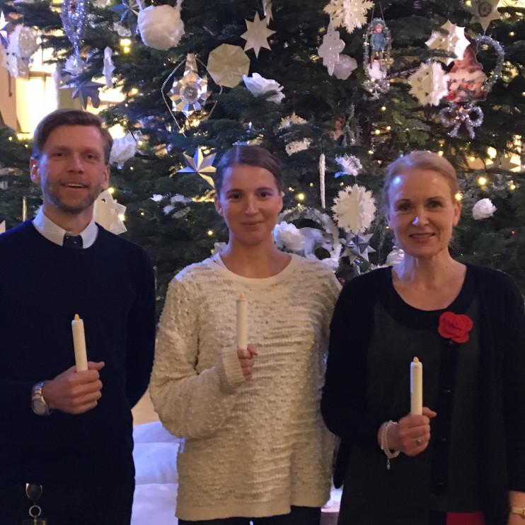 """Leif, Emma och jag med digitala ljus, barnens hjälpmedel i """"Ljusresan"""" i utställningen Nordiskt ljus."""
