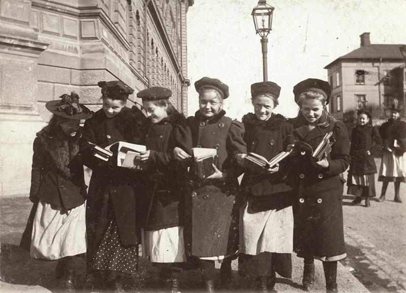 Skolflickor, Stockholm 22 mars 1901