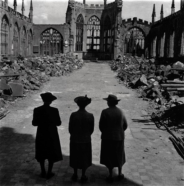 St Michael's Cathedral, Coventry, England 1942. Foto: KW Gullers