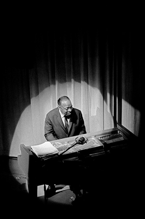 Jazzfestival på Berns, 28 juni 1968. Count Basie vid pianot.