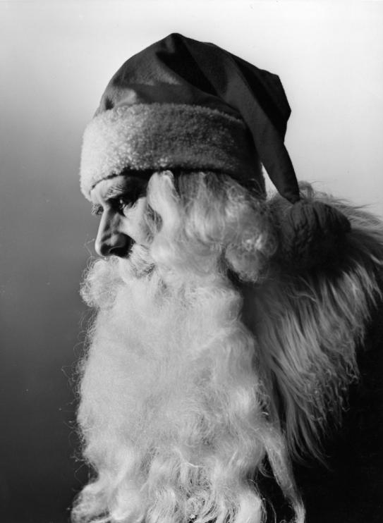 Jultomte på NK, 1941. Foto: Erik Holmén, Nordiska museets arkiv.