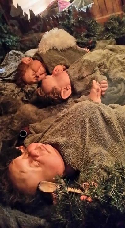 Tre trollungar från Tomteland i Dalarna. Foto: Tora Wall, Nordiska museet.