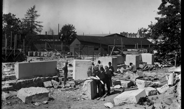 Foto från tiden då grunden konstruerades.