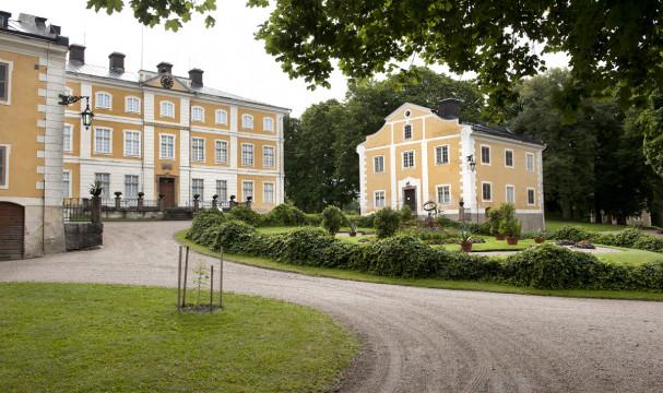 Stora huset och Södra flygeln. Foto: Peter Segemark