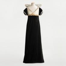 Svart klänning med vit krage