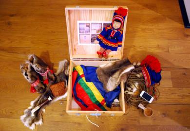 Informationslåda om samisk kultur. Foto: Kim Dahlroth