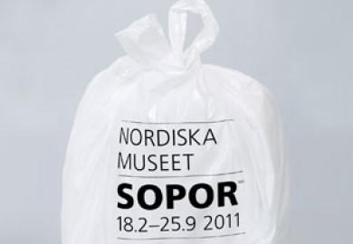 Bild av soppåse med texten: Nordiska museet, Sopor, 18/2-25/9 2011
