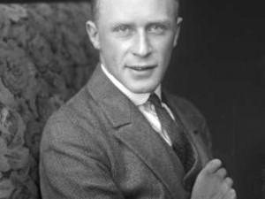 48e9568b4d4d Porträtt av fotografen Gunnar Lundh, ca 1925