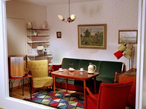 Interiör i utställningen Del av ett vardagsrum från 1958. Foto: Peter Segemark, Nordiska museet.