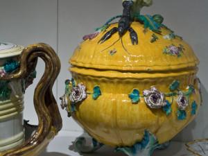 Soppor ingick i måltidens första anrättning och serverades ur soppterriner av tenn, silver eller keramik. Terrinen var 1700-talets praktpjäs på festbordet. Foto: Mats Landin, Nordiska museet.