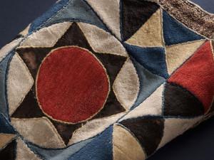 Detalj av bruddyna. Foto: Nina Heins, Nordiska museet.