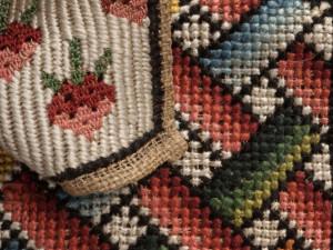 Detalj av mönsterduk. Foto: Nina Heins, Nordiska museet.