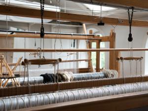 Tomma vävstolar vittnar om en minskad efterfrågan på bildvävnader. Förändringar i produktionen påverkar också vilka kompetenser som krävs. Foto: Peter Segemark, Nordiska museet.