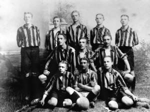 Fotbollslag i Stockholm kring sekelskiftet 1900, NMA0034410. Foto: Hedvig Rosendahl.