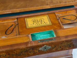 Detalj av skrivbyrå 1821. Har tillhört Märta Helena Reenstierna, Årstafrun. Foto: Peter Segemark, Nordiska museet.